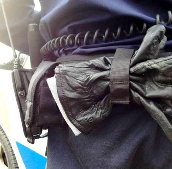 svensk polis handskhållare