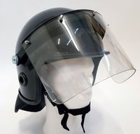 Polis kravallhjälm med visir och nackskydd i svart färg