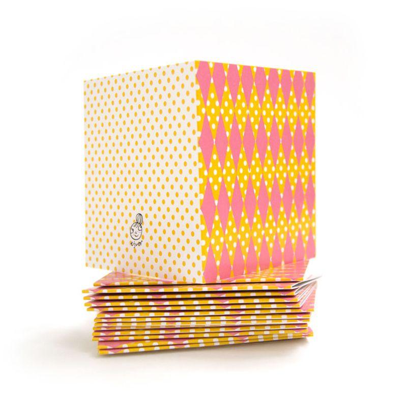 Mönsterkort litet rosa romb gul
