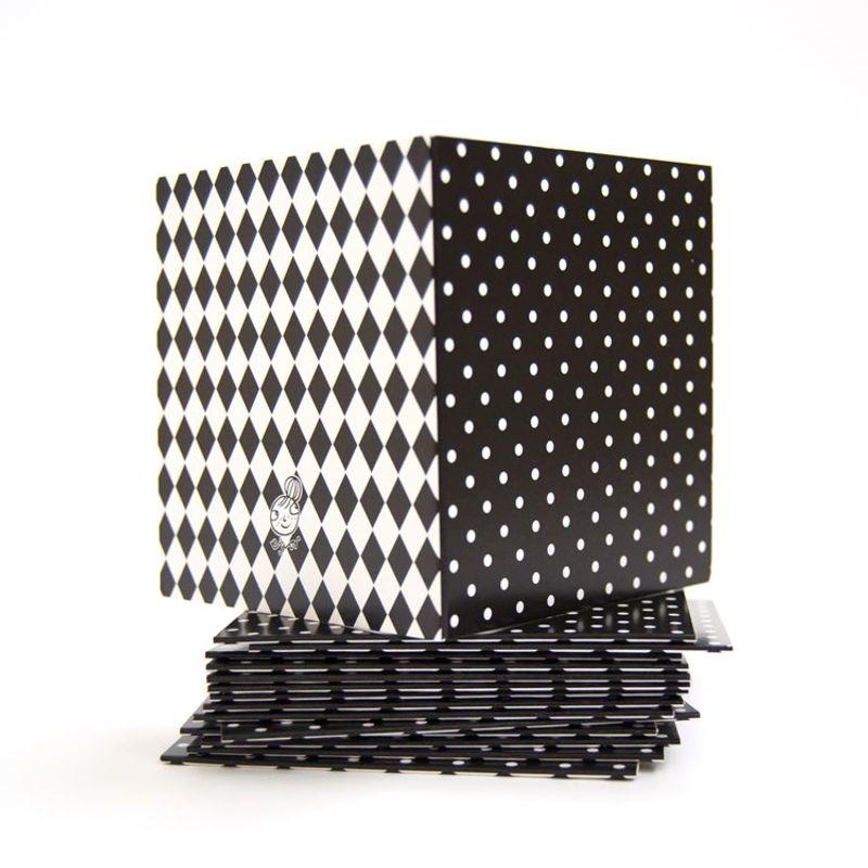 Mönsterkort Litet svart med vit prick
