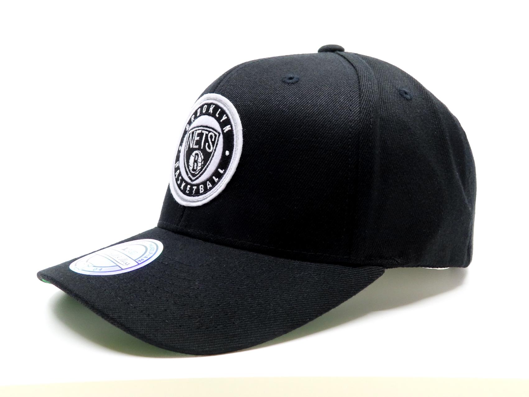 Brooklyn Nets Varsity Patch Black 110 Reglerbar Mitchell & Ness kepsar
